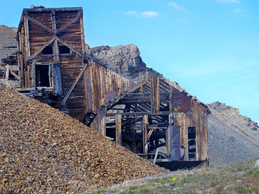Mining Ruins, north side of London Mountain