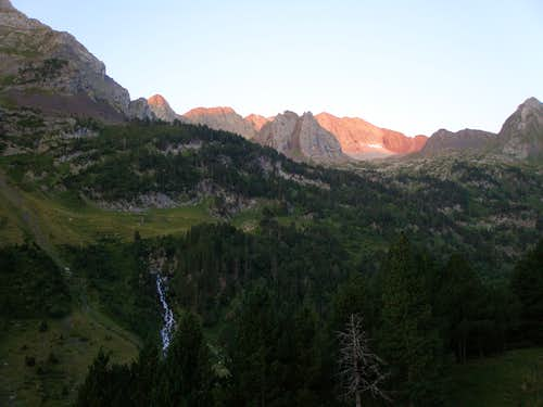 Sunrise from the refugio de Estós