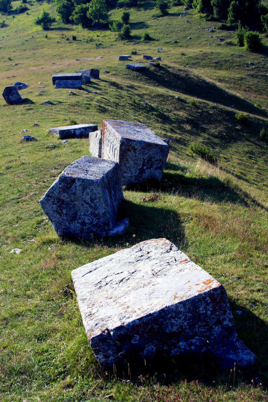 Umoljani - Dolovi necropolis