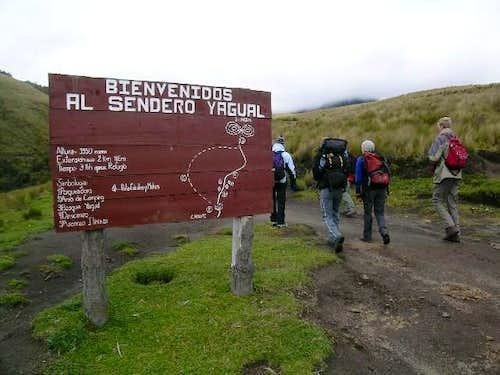 Trailhead at La Virgen. 30...