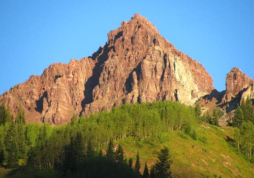 Peak northwest of Maroon Lake
