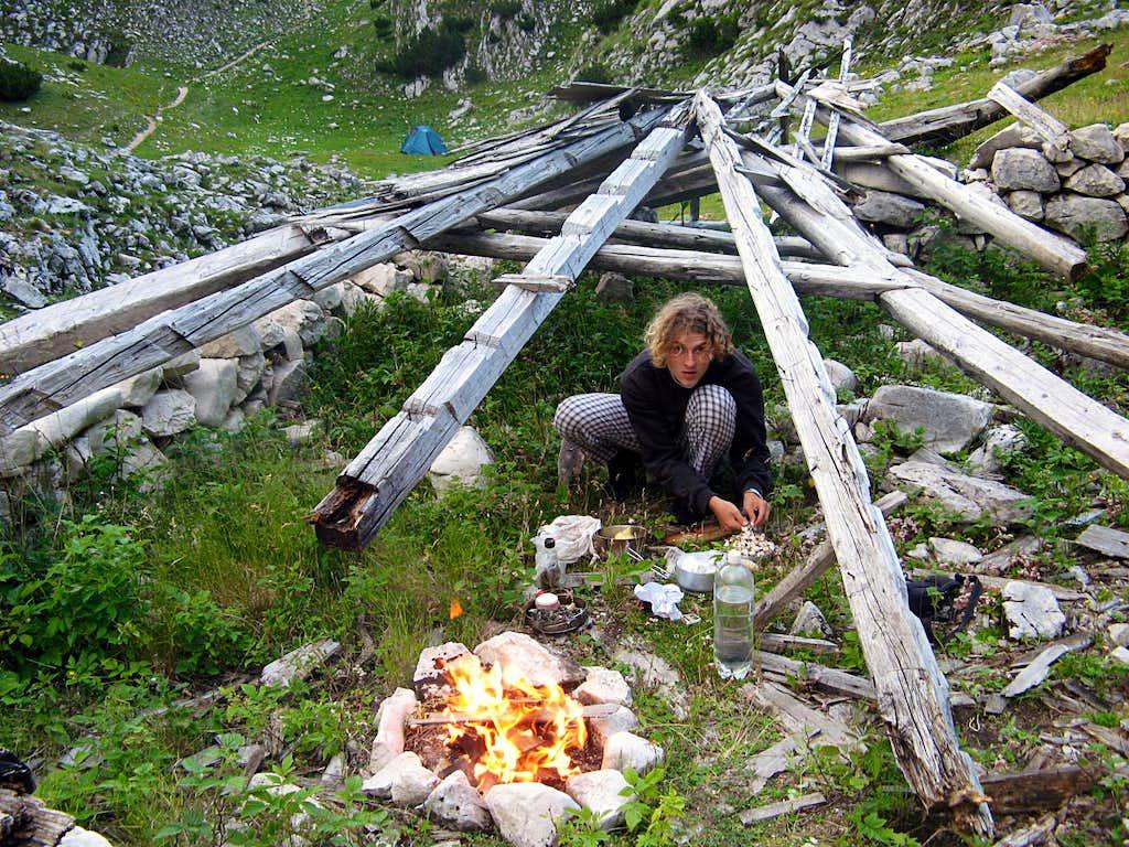 making dinner in broken salaš