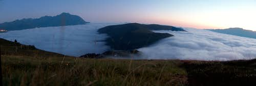 Sea of clouds over the Azet ridge at dawn