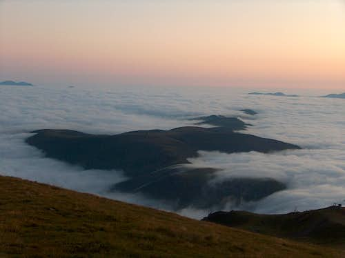 View to the Azet ridge at dawn into a sea of clouds