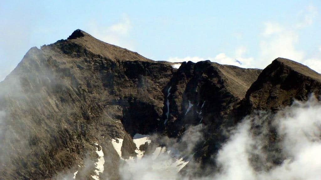 The summit of Petzeck 3283m (left)
