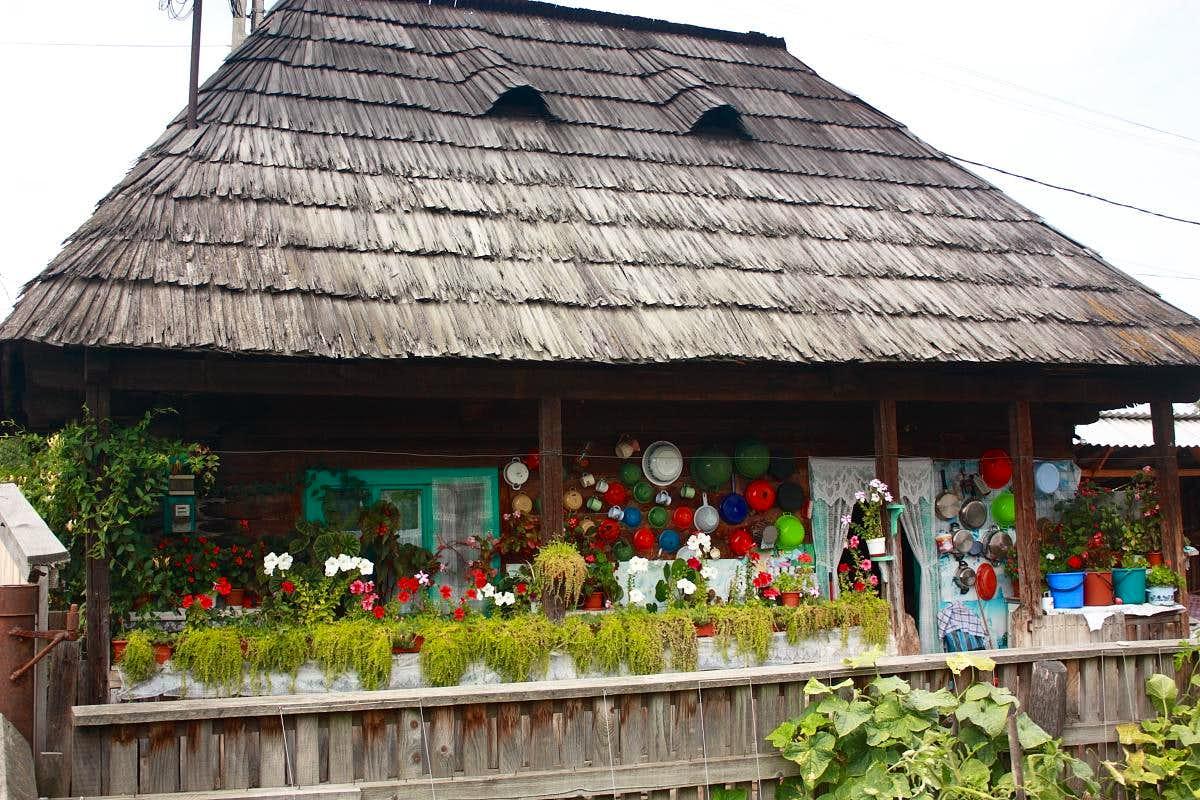 Old House In Dragomiresti Photos Diagrams Topos Summitpost