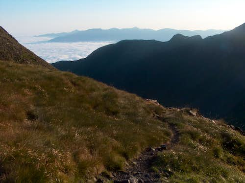 Looking over the sea of clouds while reaching the Sarrouyès pass