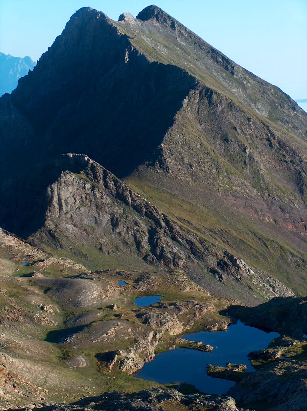 Looking to the Sarrouyès and Lacs des Miares while ascending Pic d'Estos