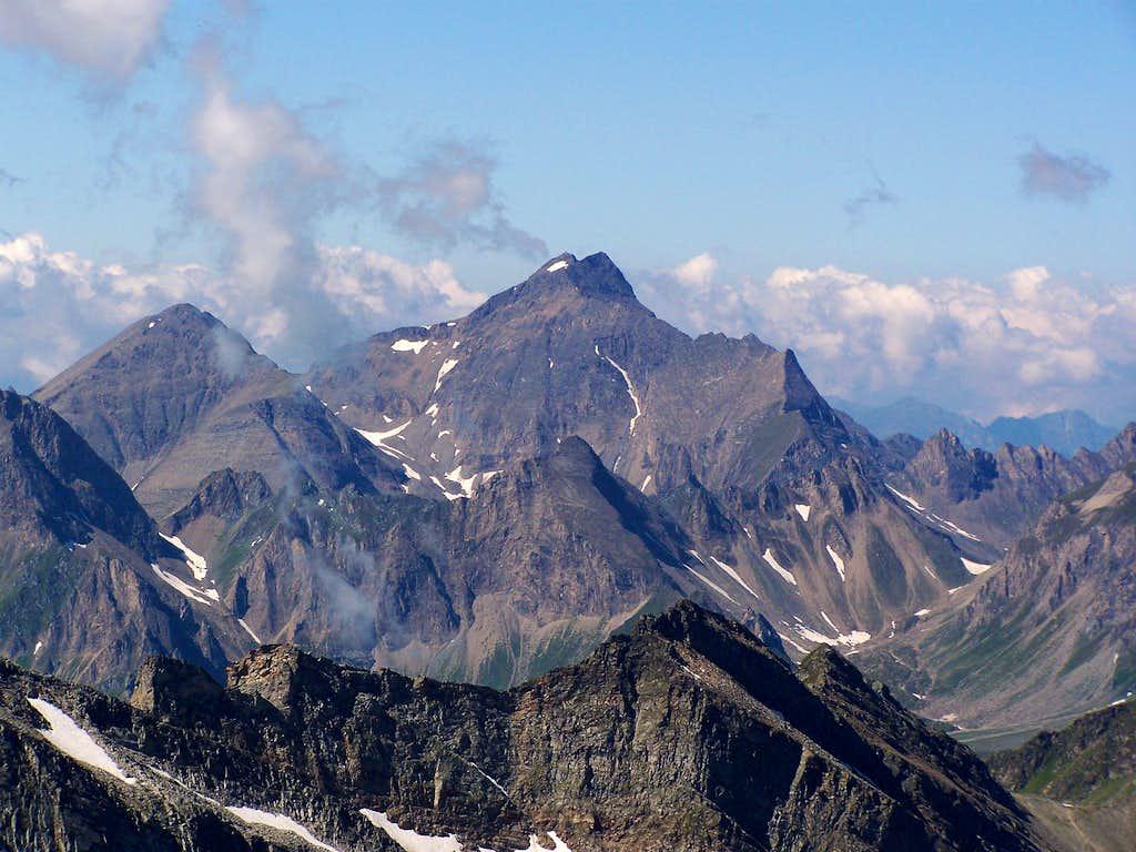 Wilde Kreuzspitze as seen from Hochfeiler