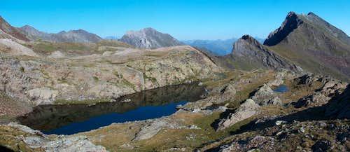 Lacs des Miares and the Sarrouyès while climbing down Pic d'Estos