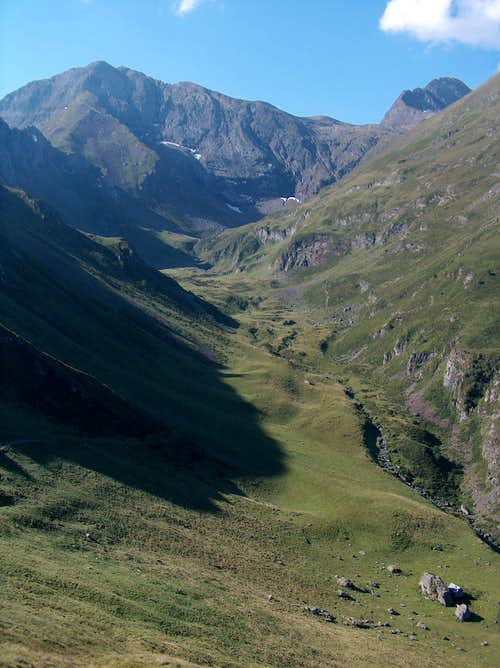 While going down the Valley of Sarrouyès, looking back to Pic d'Estos