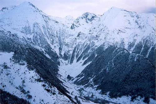 On the Azet crest in winter