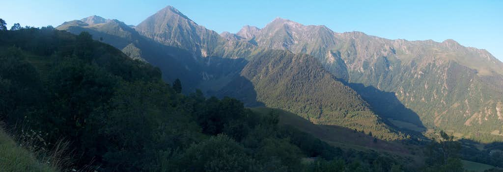 The Lustou range, as seen while driving to Col d'Azet