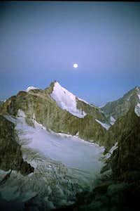 The moon above Obergabelhorn...