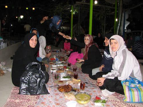 افطاری گروه 13/6/88در نزدیکی روستای نغندر