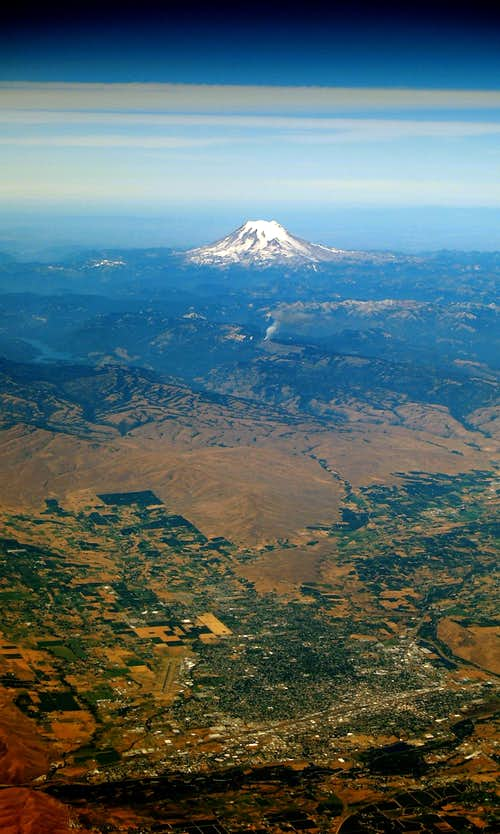Mt Rainier from 36,000 ft