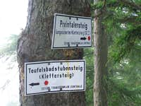 Signs at the upper end of Preintalersteig