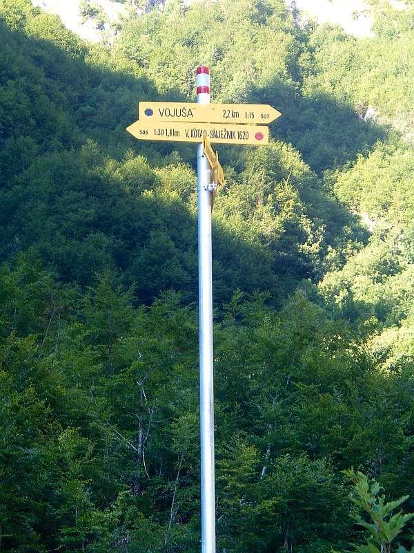 Arrow sign in Grbaja