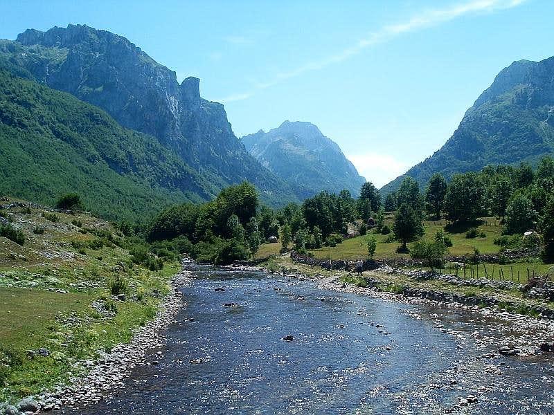Ropojana valley at Vusanje