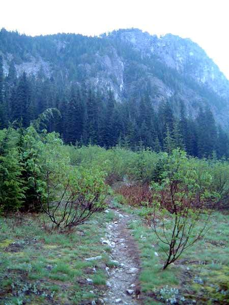 Starting up towards Cave Ridge
