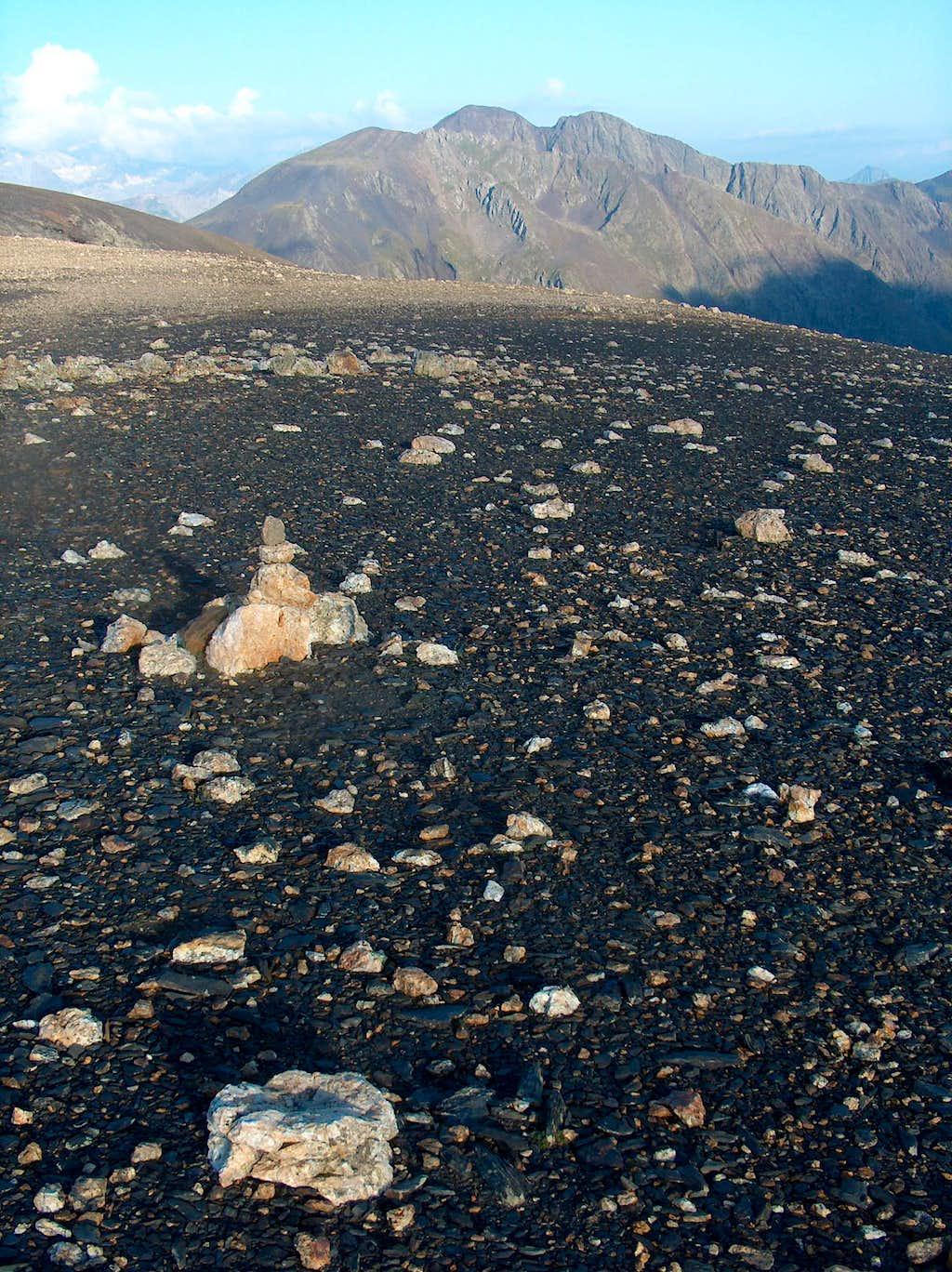 On the desertic ridge of the Peña Blanca