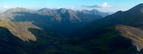 On the desertic ridge of the Peña Blanca, looking down into the Rioumajou valley