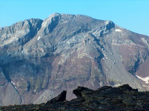 On the desertic ridge of the Peña Blanca, looking to the Suelsa
