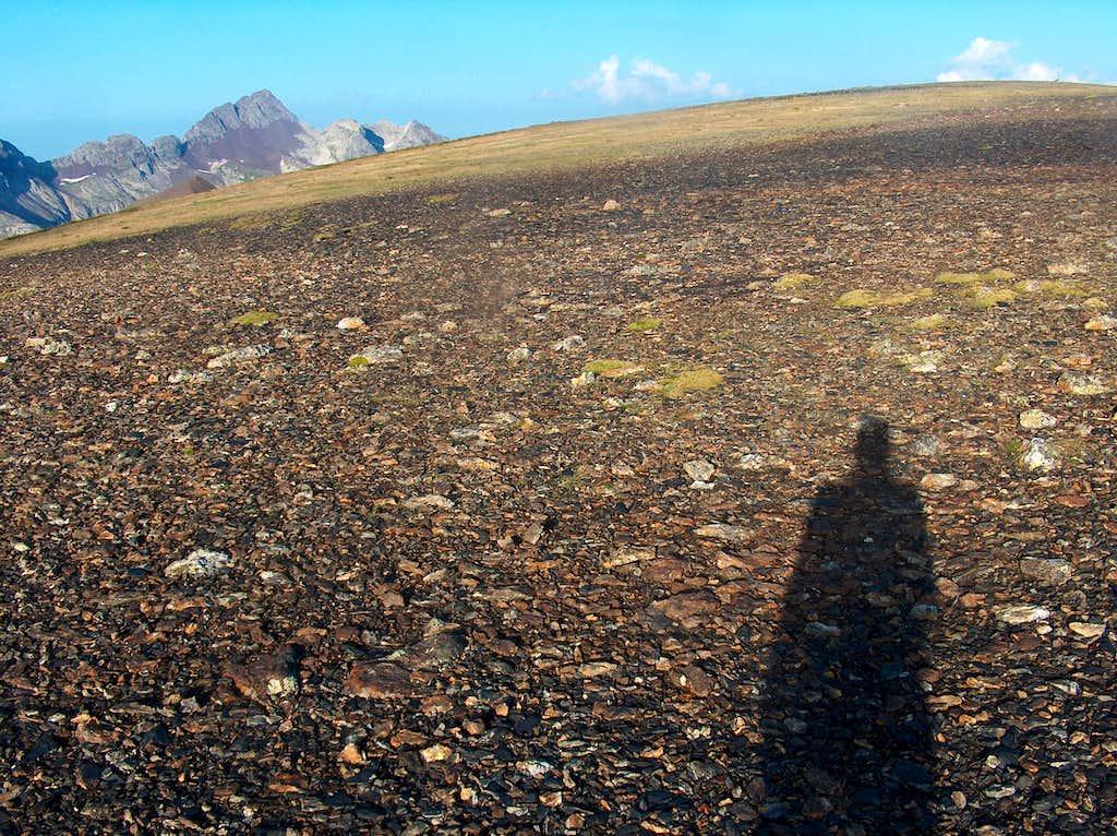 On the desertic ridge of the Peña Blanca, looking to the Fulsa