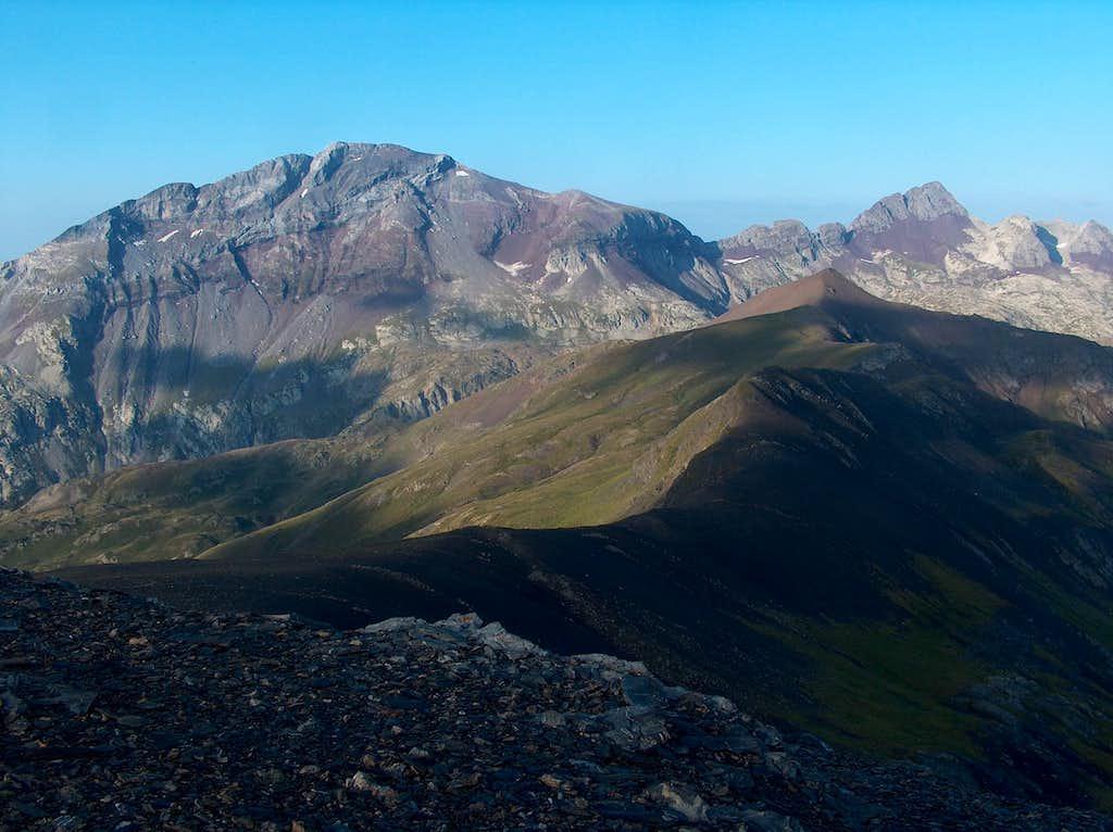 On the desertic ridge of the Peña Blanca, looking to the Suelsa & Fulsa