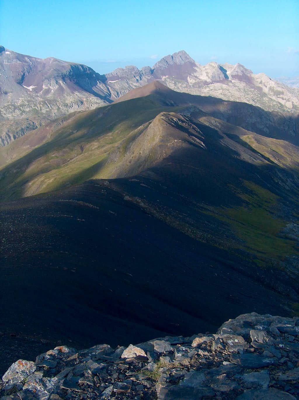 On the desertic ridge of the Peña Blanca, Fulsa in the distance