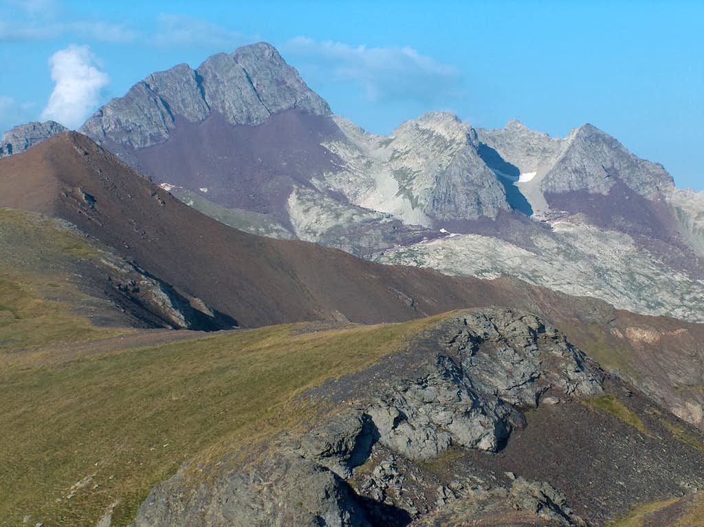 On the Rioumajou ridge after Port de Plan, looking to Fulsa