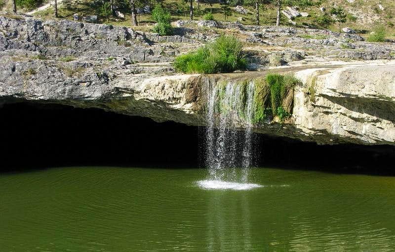 Zarečki krov waterfall