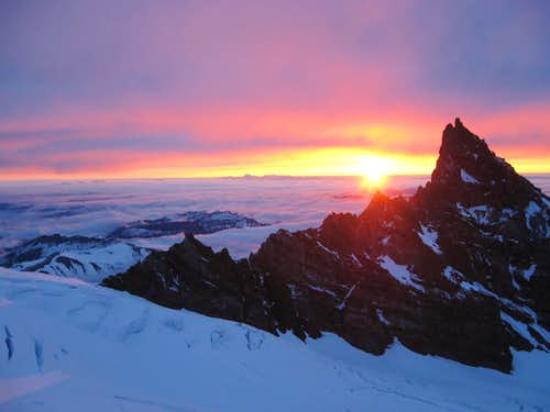 Sunrise over Little Tahoma