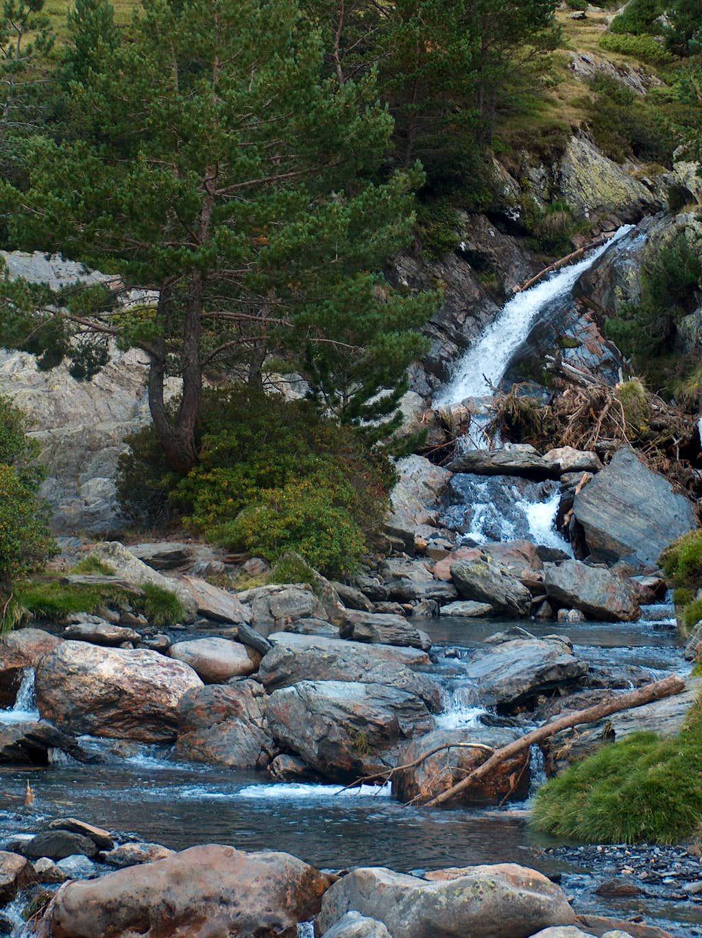 The Rioumajou trail to Port d'Ourdissetou