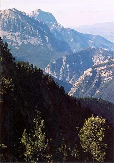 Lago del Cao route to the Suelsa, looking back to Peña Montañesa