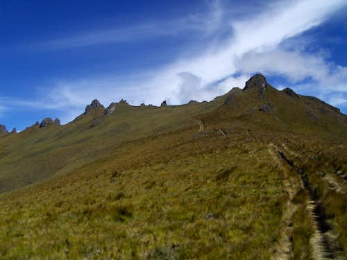 On the trail to the Cerro Puntas