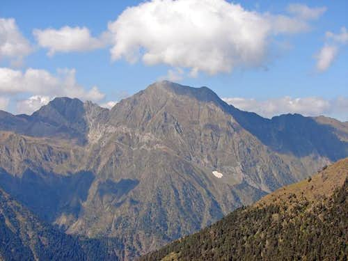 Sarroues (2835m) and Aret (2939m)