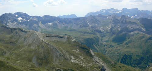 Soum des Salettes, South panorama to the Troumouse - Munia area, Monte Perdido in background