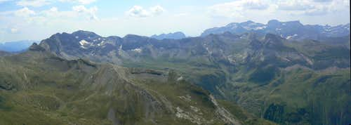 Soum des Salettes, South panorama to the Troumouse - Munia area, Monte Perdido in background