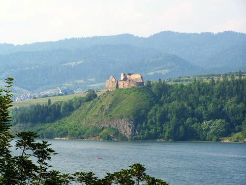 Castle Czorsztyn and Gorce range in background