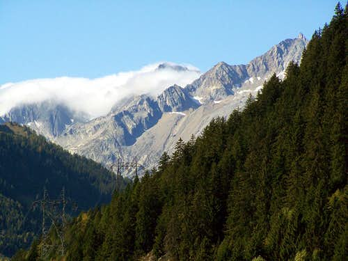 Autumn enters the Val Bedretto