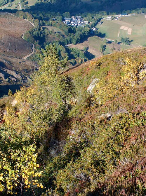 Hiking to Cap de Laubère in autumn, looking down to the village of Ens