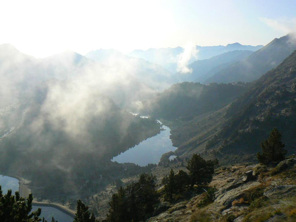 The Orédon and Laquettes lakes from the Néouvielle normal route