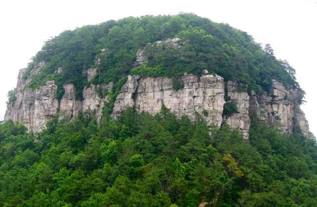The cliffs of Big Pinnacle....