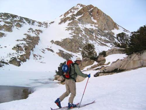 Skiing up to Paiute Pass en...