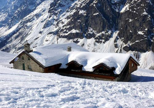 Alpine REFUGES in the Aosta Valley  (Ferret Valley)
