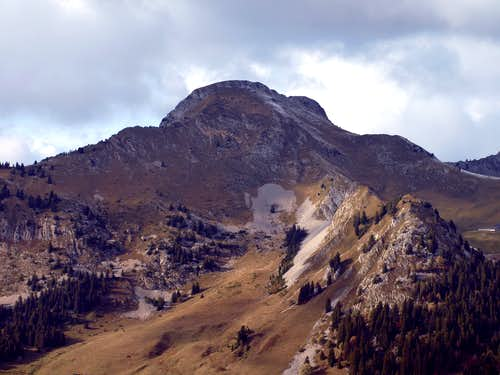 Hiking in the Chablais Alps in Autumn