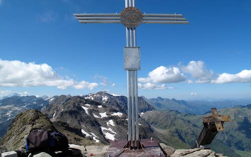 Geisselkopf summit with summit cross and mailbox
