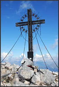Grosse Kinigat / Monte Cavallino summit cross