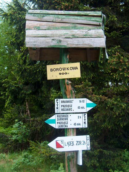 Trail sign on the polish side of Borůvková Hora (Borowkowa Gora)